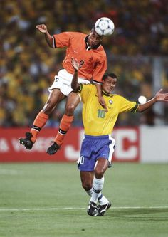 Brazil 1 Holland 1 p) in Marseille. Michael Reiziger heads clear from Rivaldo in the World Cup Semi Final. Fifa Football, Best Football Players, 1998 World Cup, Fifa World Cup, World Cup Final, Semi Final, Finals, Netherlands, Brazil