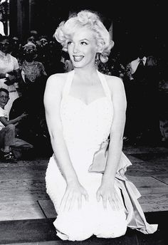Marilyn at Grauman's Chinese Theater, 1953.