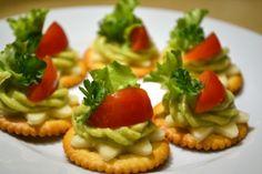 Jednohubky s avokádovým dipem :: Just FOOD Avocado Toast, Dip, Snacks, Food And Drink, Breakfast, Fancy, Ideas, Salsa Music, Appetizers