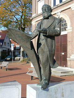 A Winkler Prins, Veenkoloniaal Museum, Veendam, Groningen. Dutch People, Funny Pictures, Funny Pics, Leiden, Netherlands, Holland, Castle, Museum, Statues