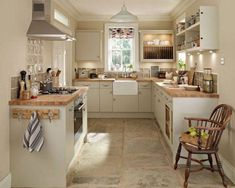 Match Your Sweet Home Cottage Kitchens, Home Kitchens, Small Cottage Kitchen, New Kitchen, Kitchen Decor, Kitchen Ideas, Kitchen Country, Kitchen Designs, Small Country Kitchens