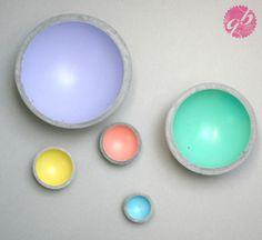 Serie aus Betonschalen, innen in Pastellfarben lackiert // Series of concrete bowls painted with pastel colors on the inside by Glaenzend-Grau via DaWanda.com