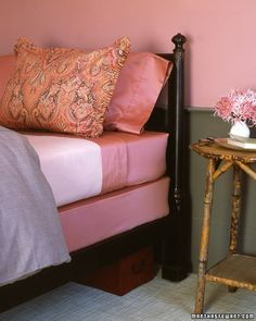 A fitted sheet covers the box spring, replacing the bed skirt. I think I like! - Clever Box Spring Cover - Martha Stewart Home Garden Home Bedroom, Master Bedroom, Bedroom Decor, Bedrooms, Quirky Bedroom, 70s Bedroom, Futon Bedroom, Bedroom Wall, Hm Deco
