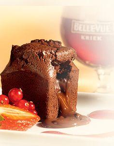 Callebaut Chocolate Lava Cake - Moelleux - with red fruits Baking Recipes, Cake Recipes, Dessert Recipes, Mini Cakes, Cupcake Cakes, Belgian Food, Belgian Beer, Callebaut Chocolate, Cooking With Beer