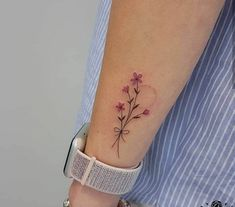 Instead of 4 flowers make it 3 and they can represent Lauren, Neve and Tia Lila Tattoos, Mommy Tattoos, Dainty Tattoos, Pretty Tattoos, Beautiful Tattoos, Body Art Tattoos, Small Tattoos, Tatoos, Small Feminine Tattoos