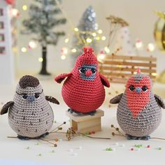 Ravelry: Three tiny birds pattern by Natalia Manfré Crochet Bird Patterns, Crochet Birds, Cute Crochet, Amigurumi Patterns, Crochet Hooks, Stuffed Animal Patterns, Diy Stuffed Animals, Diy Crochet Animals, Tiny Bird