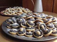 Zajímavé koláčky 500 g hladké mouky 350 g změklého másla 3 žloutky špetka soli 1 lžíce rumu 1 lžíce bílého jogurtu nebo 1/2 lžíce majonézy na kvásek: 5 lžic vlažného mléka, 2-3 lžíce cukru, 30 g droždí Slovak Recipes, Czech Recipes, Christmas Sweets, Christmas Cooking, Desserts To Make, Dessert Recipes, Chocolate Deserts, Sweet Bar, No Bake Pies