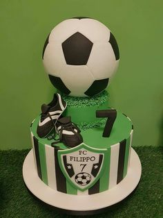 Soccer Birthday Cakes, Birthday For Him, Formation Patisserie, Soccer Ball Cake, Soccer Theme, Sport Cakes, Occasion Cakes, Cakes For Boys, Cupcake Cookies