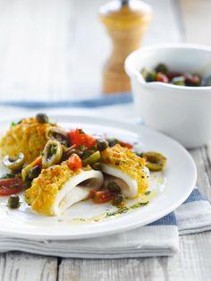 Bereiden:Kuis de inktvislijven door het kraakbeen en de ingewanden te verwijderen (of koop al gekuiste inktvislijven). Let op dat het kraakbeen is verwijderd. Spoel ze overvloedig, onder stromend water en laat uitlekken.Maak de salsa van olijven en kappertjes. Snij de kappertjes, olijven en kerstomaatjes in stukjes en meng er 3 el olijfolie, citroensap en peterselie onder. Kruid met versgemalen peper en zout.Voor de gratin: meng in een kom het paneermeel, de look, de gemalen...