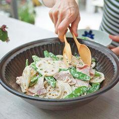 れんこんとハム、絹さやのサラダ lotus root, snow peas, and ham salad Lunch Recipes, Salad Recipes, Healthy Recipes, Healthy Cooking, Healthy Eating, Cooking Recipes, Japanese Vegetables Recipe, Ham Salad, Food Menu