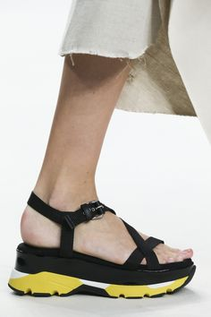 Marni Spring 2015 Ready-to-Wear Fashion Show Details: See detail photos for Marni Spring 2015 Ready-to-Wear collection. Look 80 2015 Fashion Trends, Trendy Fashion, Latest Fashion, Fashion Spring, Crazy Shoes, Me Too Shoes, Spring Trends, Spring 2015, Spring Summer