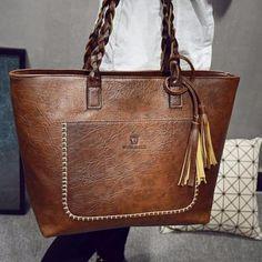 leather handbags and purses Leather Purses, Leather Handbags, Leather Wallet, Leather Workshop, Leather Bags Handmade, Leather Working, Vintage Leather, Shoulder Handbags, Purses And Handbags