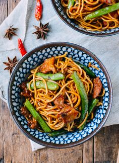 Bian Dou Men Mian (Chinese Steamed Noodles and Green Beans) | by thewoksoflife.com