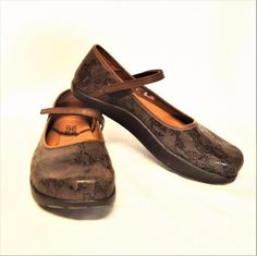 e546ee498 NEW Kalso Earth Solar 3 9.5M Mary Jane Shoes Brown Printed Suede Negative  Heel #