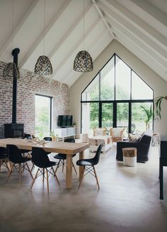 Would you like to renovate your home kitchen, but without upgrading all things in it? By simply improving the kitchen, it is possible to give the entire room a fresh look. Home Interior Design, Interior Architecture, Casa Loft, Modern Barn House, A Frame House, Cheap Home Decor, Building A House, House Plans, Sweet Home