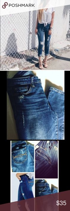 😻 Abercrombie & Fitch Distressed Jeans Abercrombie & Fitch Distressed Jeans. Ripped effect. Has two front pockets and two back pockets. Zipper and button. Size 4R {27w, 31L}With tag Abercrombie & Fitch Jeans Skinny