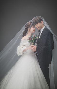 Pre Wedding Poses, Pre Wedding Photoshoot, Wedding Shoot, Wedding Couples, Korean Wedding Photography, Wedding Couple Poses Photography, Foto Wedding, Dream Wedding, Korean Look