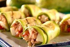 Receita de Rolinho de abobrinha com atum, em Legumes e Verduras, ingredientes: 2 abobrinhas cortadas em fatias finas, Sal a gosto, 1 colher (sopa) de azeite de oliva...