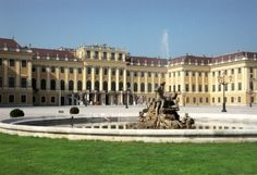 Schonbrunn Palace, Vienna. Our tips for things to do in Vienna: http://www.europealacarte.co.uk/blog/2010/07/28/the-best-of-vienna-travel-tips/