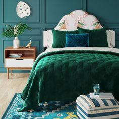 Emerald Green Home Decor & Furniture On Trend For 2019 White Nightstand, Wood Nightstand, Bedroom Green, Peacock Blue Bedroom, Teal Bedroom Decor, Teal Blue Bedrooms, Emerald Bedroom, Teal Master Bedroom, Single Bedroom