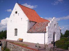 Kyrkan S:t Ibb från 1200-talet. Denna bör ha tjänat både som sjömärke och kyrka då den på klara dagar syns långväga i Öresund. Det avskiljda läget från Tuna by och närheten till kusten kan peka på att kyrkan uppförts av handelsmän och fiskare, möjligen från Hansan, Ven