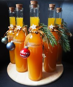 Vanilla Kipferl liqueurVanilla Kipferl liqueur - I made it myselfHot Aperol: The recipe for the trend drink in winterHot AperolVanilla Kipferl Liqueur Vanilla Kipferl Liqueur - I made it myself Hot Aperol: The recipe for Xmas Food, Christmas Drinks, Christmas Time, Christmas Crafts, Christmas Quotes, Christmas Ideas, Smoothie Fruit, Jus D'orange, Winter Drinks