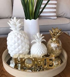 45 Fabulous Entryway Decor Ideas for Both Beauty and Function - The Trending House Pineapple Room Decor, Table Decor Living Room, Decorating Coffee Tables, Tray Decor, Inspired Homes, Home Decor Furniture, Home Decor Accessories, Entryway Decor, Living Room Designs