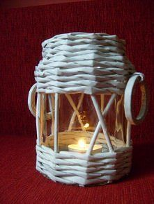 lampion z wikliny papierowej Newspaper Basket, Newspaper Crafts, Paper Weaving, Weaving Art, Recycled Crafts, Diy And Crafts, Paper Magic, Cardboard Crafts, Paper Decorations