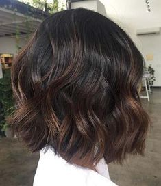 Classic Brunette Balayage - 20 Inspirational Long Choppy Bob Hairstyles - The Trending Hairstyle Highlights For Dark Brown Hair, Brown Ombre Hair, Brown Hair Balayage, Brown Blonde Hair, Light Brown Hair, Chocolate Highlights, Dark Brown Short Hair, Brunette Balayage Hair Short, Brunette Bob