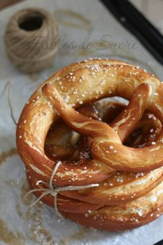 Bretzel o anche Pretzel - panes - Lebensmittel Bretzel Tattoo, Cheat Meal, Bread And Pastries, Ciabatta, Snacks, Antipasto, Easy Cooking, Cinnamon Rolls, Biscotti