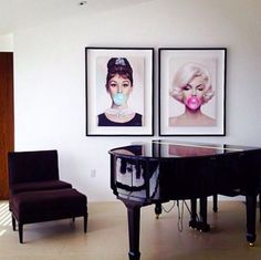 Good Morning world. Some inspiration for good interior design to begin the week Bubble Gum Audrey Hepburn and Marilyn Monroe by Michael Moebius @moebiusart #art #marilyn #monroe #marilynmonroe #audrey #hepburn #audreyhepburn #portrait #michaelmoebius #contemporaryart #design #interiordesign #interiors #interios #bubble #gum #bubblegum #piano #livingroom