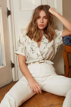 Shopping outfit - The Way It Grows Floral ButtonDown Blouse Shop Clothes at Nasty Gal – Shopping outfit Medium Hair Styles, Short Hair Styles, Brown Blonde Hair, Blonde Honey, Honey Balayage, Honey Hair, Grunge Hair, Hairstyles With Bangs, Chic Hairstyles
