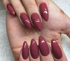 How to make a pretty Christmas tree pattern easily - My Nails Manicure, Gelish Nails, My Nails, Oval Nails, Best Acrylic Nails, Acrylic Nail Designs, Posh Nails, Dark Red Nails, Almond Nails Designs