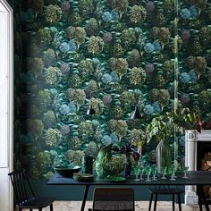 Buy Botanical Botanica Wallpaper by Cole and Son. A stunning collection of amazing wallpapers which explore the English countryside. Cole And Son Wallpaper, Green Wallpaper, Paisley Wallpaper, Botanical Wallpaper, Bedroom Wallpaper, Botanical Drawings, Wall Wallpaper, Cs Go Wallpapers, Rolling Meadows
