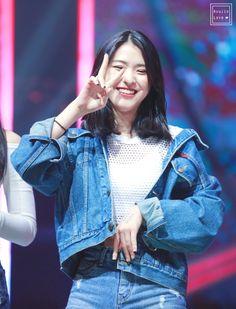 she is so pretty Kpop Girl Groups, Korean Girl Groups, Kpop Girls, Lee Hi, Cosmic Girl, Rapper, Asian Short Hair, Soyeon, Stage Outfits