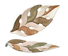 centro de mesa folha Leaf Flowers, Ceramic Flowers, Ceramic Plates, Ceramic Pottery, Leaf Crafts, Pottery Classes, Ceramic Pendant, Pottery Designs, Weird And Wonderful