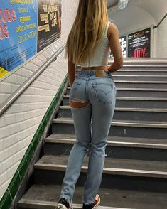 Girls in tight jeans and shorts Mode Outfits, Sexy Outfits, Girls Jeans, Mom Jeans, Sexy Jeans, Skinny Jeans, Blue Jean Outfits, New York Outfits, Snapchat