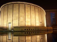 Buffalo, New York -The Buffalo Philharmonic Orchestra, which performs at Kleinhans Music Hall, is one of the city's most prominent performing arts institutions. During the 1960s and 1970s, under the musical leadership of Lukas Foss and Michael Tilson Thomas, the Philharmonic collaborated with Grateful Dead and toured with the Boston Pops Orchestra.