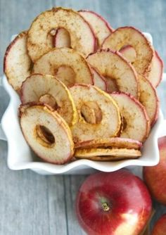 There's something to be said for finding a good snack food. But, when you're trying to eat a little healthier, fast snacks aren't always the best option. Apple Recipes Easy, Snack Recipes, Dessert Recipes, Cooking Recipes, Dessert Healthy, Fall Desserts, Eat Healthy, Pie Recipes, Fall Recipes