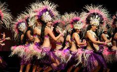 Cook Island Penrhyn Girls, swaying hips. Polynesian Dance, Polynesian Culture, Rarotonga Cook Islands, Islas Cook, Tahitian Costumes, Tahitian Dance, Hula Dance, Island Girl, Oahu Hawaii