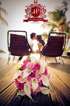 aruba bucuti resort wedding photographer manchebo beach eagle photography bouquet kissing bride groom resort