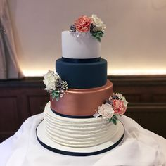 Rose gold and navy wedding cake #rosegold #weddingcake #navy #wedding #4tier #buttercreamcake #sugarflowers