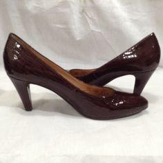 Nurture Brown 7.5 M Leather Faux Snake Reptile Closed Toe Pump Shoes Women's  #Nurture #ClosedToe