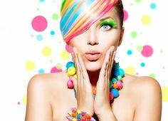 FARBEN DIE ANZIEHEN  Welche Farben tragen wir und warum? Nutzen Sie die Farben, die uns anziehen richtig.