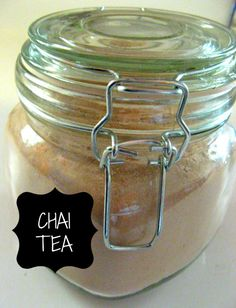 Gift in a Jar: Chai Tea – Somewhere In The Middle Homemade Chai Tea, Homemade Gifts, Tea Gifts, Food Gifts, Tea Jar, Edible Gifts, Family Gifts, Mixed Drinks, Yummy Drinks