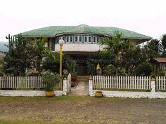 La Gaditana Fecha de construcción: 1918* Anterior a 1918, esta casa forma parte de la que se conocía como Finca Amilivia, propiedad hasta los años 80 de uno de los alcaldes que presidió el Ayuntamiento de Malabo. Cuentan queeste patio fue el primer punto de distribución de luz eléctrica a la ciudad de Malabo.