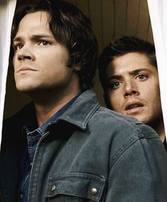 Look at their PRECIOUS SERIOUS BABY FACES !!! Dean is probably standing on his tippy toes XD