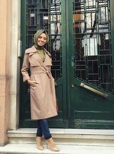 Tan jacket- trench coat- Hulya Aslan hijab fashion looks http://www.justtrendygirls.com/hulya-aslan-hijab-fashion-looks/