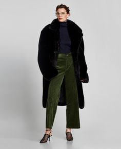 What to Buy at Zara Right Now: Thick Corduroy Trousers 70s Fashion, Womens Fashion, Fashion Ideas, T Shirts Uk, Green Pants, Flare Pants, Women Brands, Pants Outfit, Trousers Women