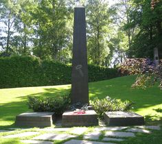 Henrik Ibsen grave Oslo Norway City Streets, Oslo, Artist At Work, Norway, Places Ive Been, Plants, Plant, Planets
